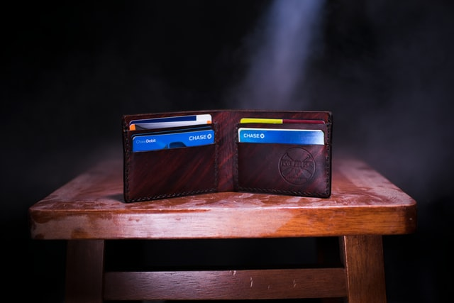 Which business credit cards report to Dun and Bradstreet?